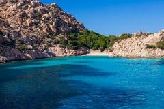 Paradise-Strand mit weißem Sand in Sardinien, Italien lizenzfreie stockbilder