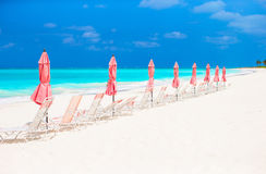 Paradise view of tropical empty sandy plage with umbrella and beach chair Stock Images