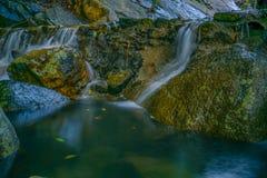 Paradise-Watervallen in Koh Phangan Thailand stock foto's