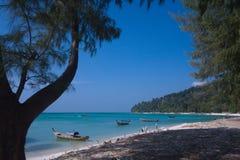 Paradisiac beach and long-tail boats at Koh Adang, Thailand Stock Photography