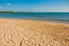 Paradislandskap med gul sand och det blåa karibiska havet Cienfuegos Kuba, Rancho Luna Beach arkivfoto