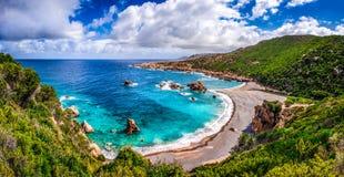 在肋前缘Paradiso,撒丁岛的美好的海洋海岸线 免版税库存图片