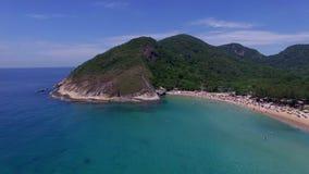 Paradisstrand, härlig strand, underbara stränder runt om världen, Grumari strand, Rio de Janeiro, Brasilien stock video