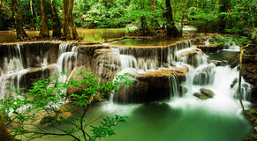 Paradisvattenfall (Huay Mae Kamin Waterfall) Arkivfoton
