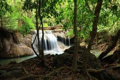 Paradisvattenfall i Kanchanaburi, Thailand. Fotografering för Bildbyråer