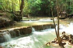 Paradisvattenfall i Kanchanaburi, Thailand. Arkivfoton