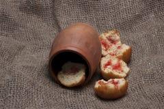 Parafernalia y comida rústicas foto de archivo