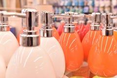 Paraffin candleDispenser Porzellan, Weiß, Flüssigseifezufuhr lizenzfreie stockbilder