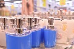 Paraffin candleDispenser Porzellan, Weiß, Flüssigseifezufuhr lizenzfreie stockfotografie