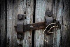 Parafuso de porta oxidado imagem de stock