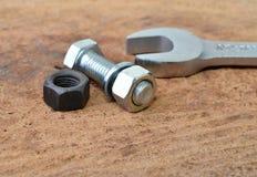 Parafuso e chave fotografia de stock
