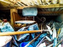 Parafusos e pregos oxidados velhos Fundo para a construção e a indústria foto de stock royalty free