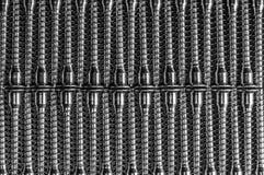 Parafusos em um fundo preto, isolado imagem de stock