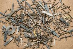 Parafusos em uma tabela de madeira Fotografia de Stock Royalty Free