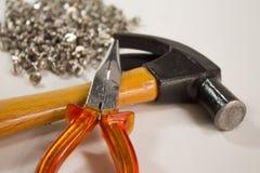 Parafusos, martelo e alicates Fotografia de Stock Royalty Free