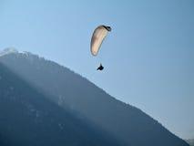 paraglide白色 库存照片