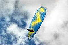 Paraglide. Over blue, cloudy sky Royalty Free Stock Photography