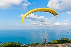 Paraglide amarelo Foto de Stock