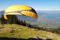 Paraglider amarelo Imagem de Stock Royalty Free