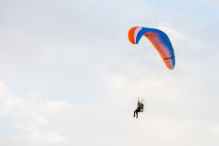 Paraglider flying over a blue sky Royalty Free Stock Photos