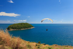 Paraglider flying over the water at phuket thailand Royalty Free Stock Photos