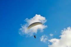 Paraglider i skyen Royaltyfria Bilder