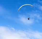 Paraglider lata paraglider w niebie Obraz Royalty Free