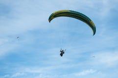 Paraglider na niebie Zdjęcia Royalty Free