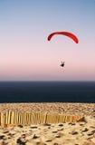 Paraglider na plaży Obrazy Royalty Free