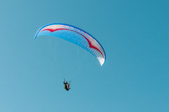 Paraglider no ar foto de stock royalty free