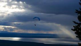 Paraglider no por do sol Imagens de Stock Royalty Free
