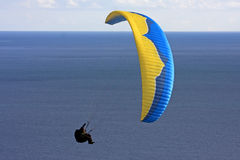 Paraglider over the sea Royalty Free Stock Photography