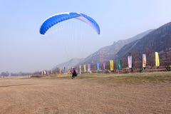 Paraglider rywalizacja Zdjęcia Royalty Free