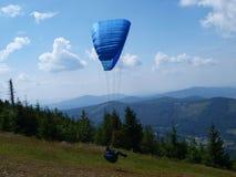 Paraglider Szczyrk Beskidy, Polen Arkivfoto