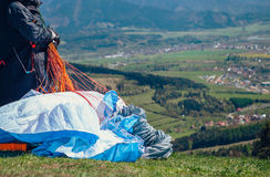 Paraglider take in hands paraplane strops Royalty Free Stock Photos