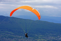 Paraglider w Alps Obrazy Royalty Free