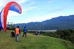 Paragliderflyg på Taitung Luye Gaotai Arkivbilder
