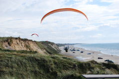 Paragliders. Flying over the beach on a sunny day Royalty Free Stock Photos