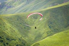 Paragliders em voo Fotografia de Stock