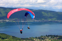 Paragliders over Lake Annecy Royalty Free Stock Photos