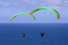 Paragliders over the sea Royalty Free Stock Images