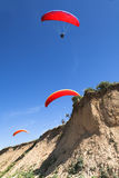 Paragliders at the sea shore Royalty Free Stock Images