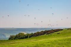 Paragliders sobre as penas sul Imagem de Stock Royalty Free