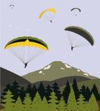 Paragliders över bergen Arkivfoton