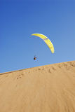Paragliding. In the moroccan sahara desert Stock Photography