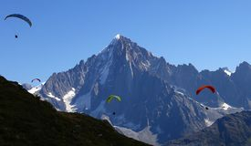 Paragliding at Aiguille de Dru stock photography