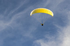 Paragliding in the blue sky Royalty Free Stock Photos