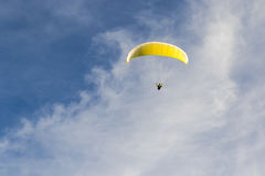 Paragliding in the blue sky Royalty Free Stock Images