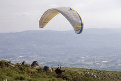 paragliding royaltyfri fotografi