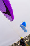 Paragliding on the cornish coast Royalty Free Stock Photography
